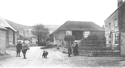 Fulking Farmhouse and barn in the 1900s